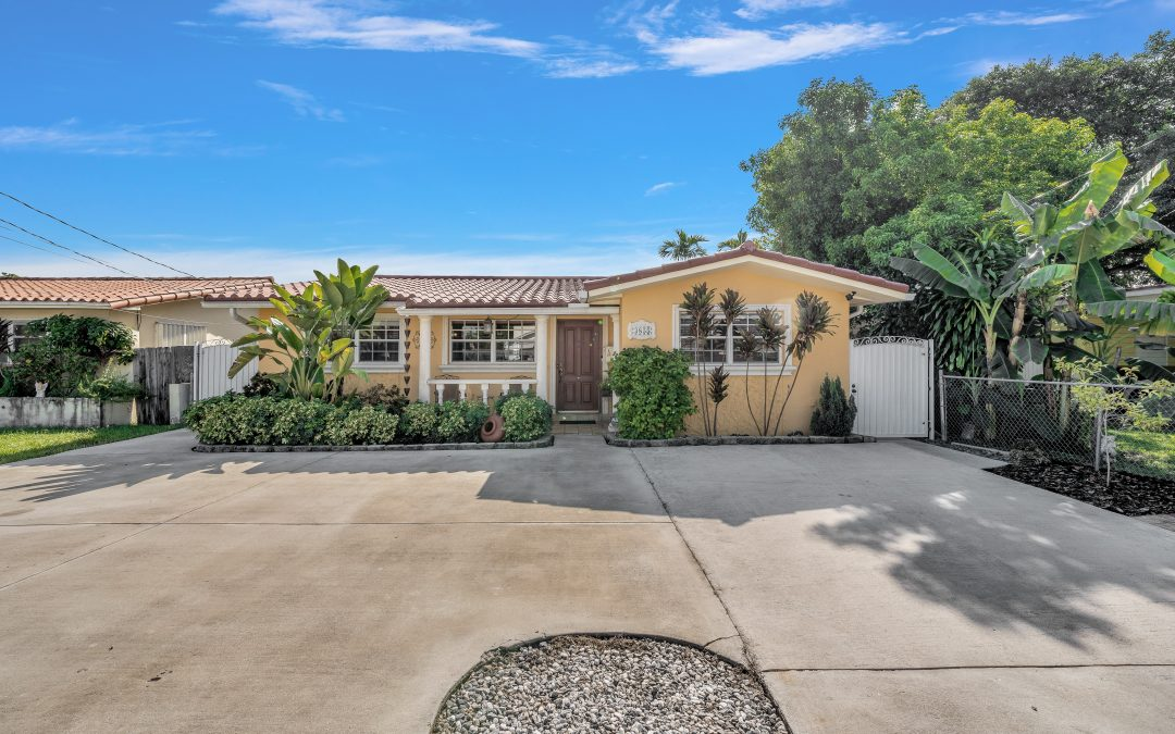 JUST LISTED IN WESTCHESTER: 3855 SW 88 COURT